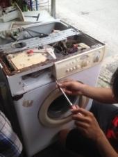 Tại sao máy giặt có mùi hôi?